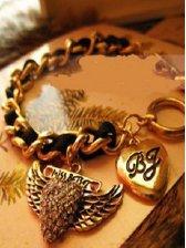 Retro Stylish Heart And Wings Bracelet