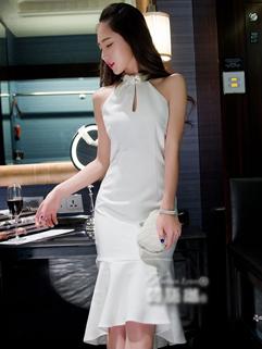 Spring New Arrival Trendy Design Sleeveless Halter Neck Backless White Dress