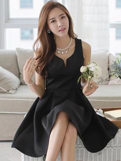Free Shipping V-neck Mid Waisted Backless Elegant Black Dress