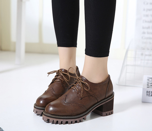 Carving Round Toe Platform Boots