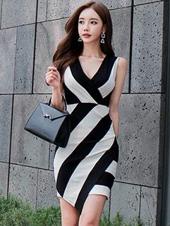 Elasticized V Neck Sleeveless Knitted Dresses