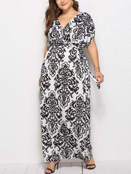 Plus Size Printing V-neck Maxi Dresses