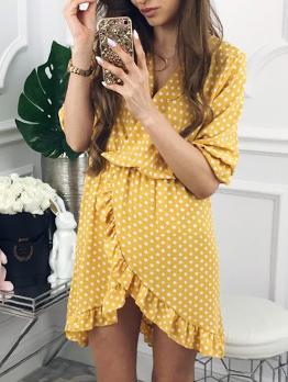 Attractive Dot V-neck Ruffles Short Dresses