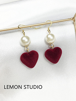 Korean Design Pearl Hart Shape Fashionable Earrings