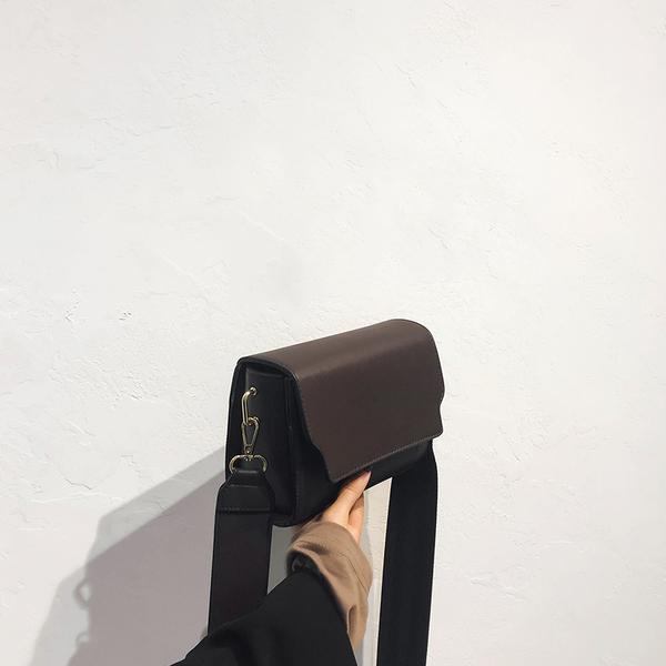 Minimalist Wide Belt Solid Square Flap Shoulder Bags