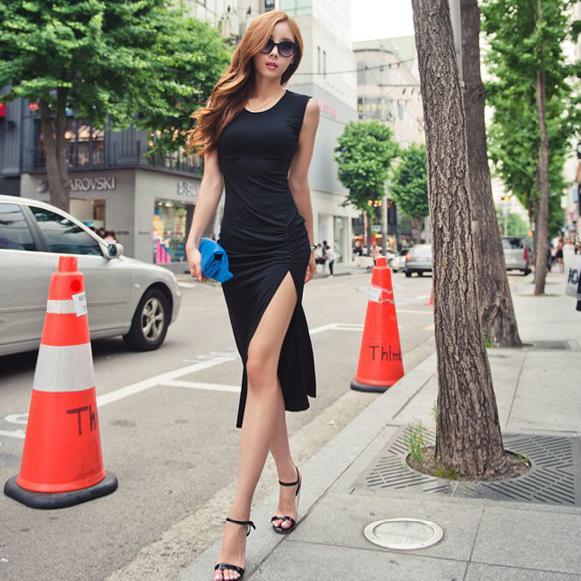 Sleeveless Slit Fitted Black Midi Dresses