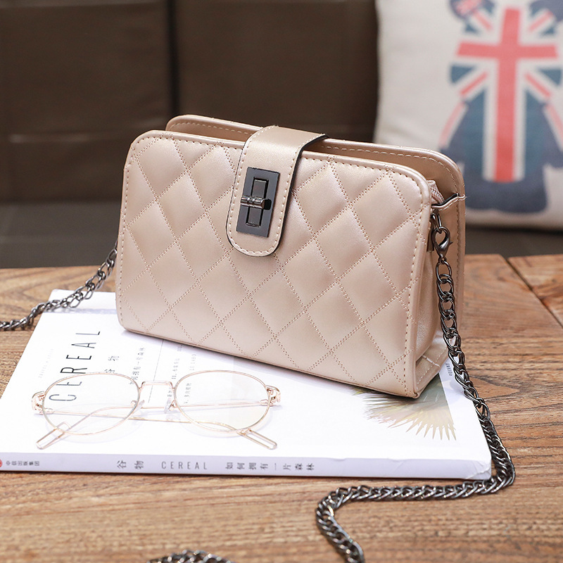Minimalist Diamond Pattern Hasp Shoulder Bag