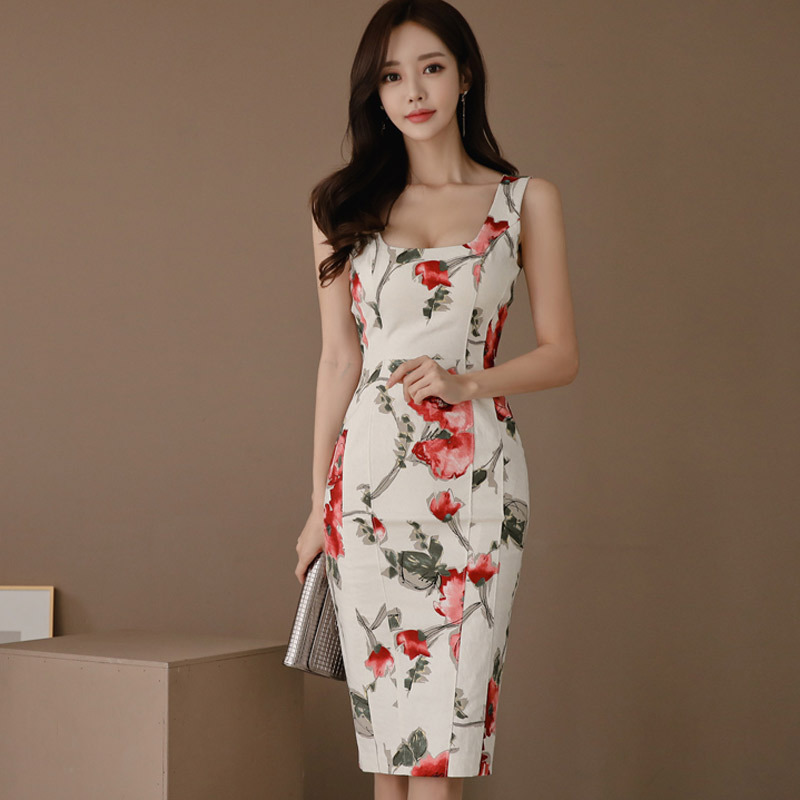 Elegant Fitted Sleeveless Floral Dress