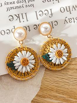 Circle Weaving Sunflower Pearl Earrings