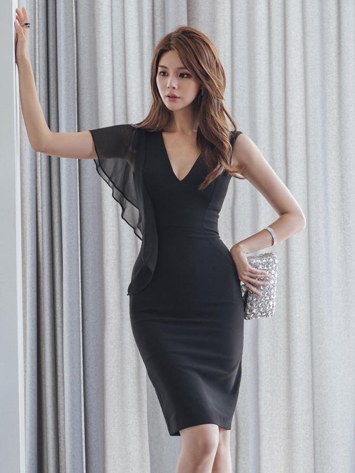 V Neck Single Ruffles Shoulder Slim Black Dresses