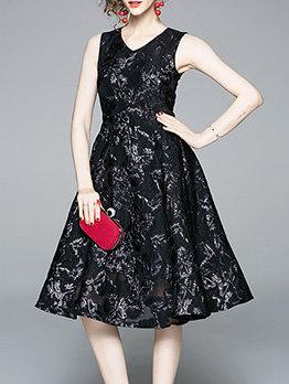 V Neck Fitted Large Hem Lace Sleeveless Dress
