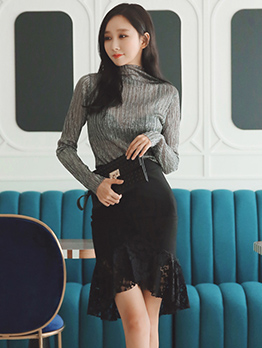 High Neck T-shirt With Black Lace Fishtail Skirt