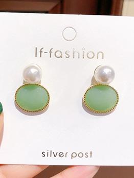 Easy matching Pearl stud earrings
