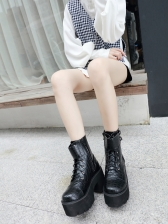 Chic Alligator Print Zipper Up Black Platform Boots