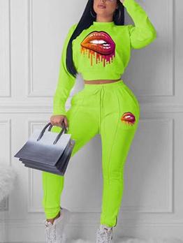 Lips Printed Zipper Bottom Crop Top And Pants Set