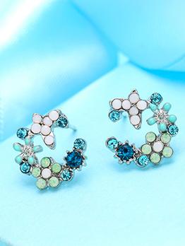 Sweaty Flower Shape Diamond Stud Earrings