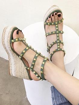 Chic Rivets Round Toe Platform Wedge Sandals