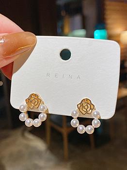 Simple Versatile Faux-Pearl Vogue Earrings Design