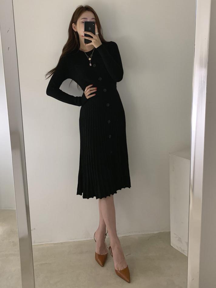 Elegant Crew Neck Pleated Long Sleeve Midi Dress